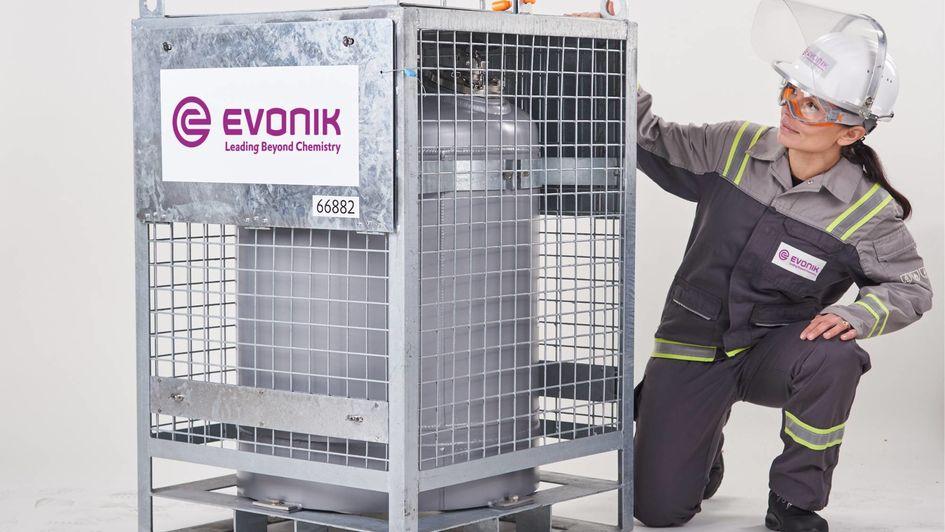 Der Behälter ist von der Bundesanstalt für Materialprüfung (BAM) für den Transport von hochkonzentriertem Wasserstoffperoxid zugelassen.